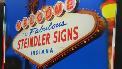 Steindler Signs - Valpo Chamber Booth Vegas Backdrop